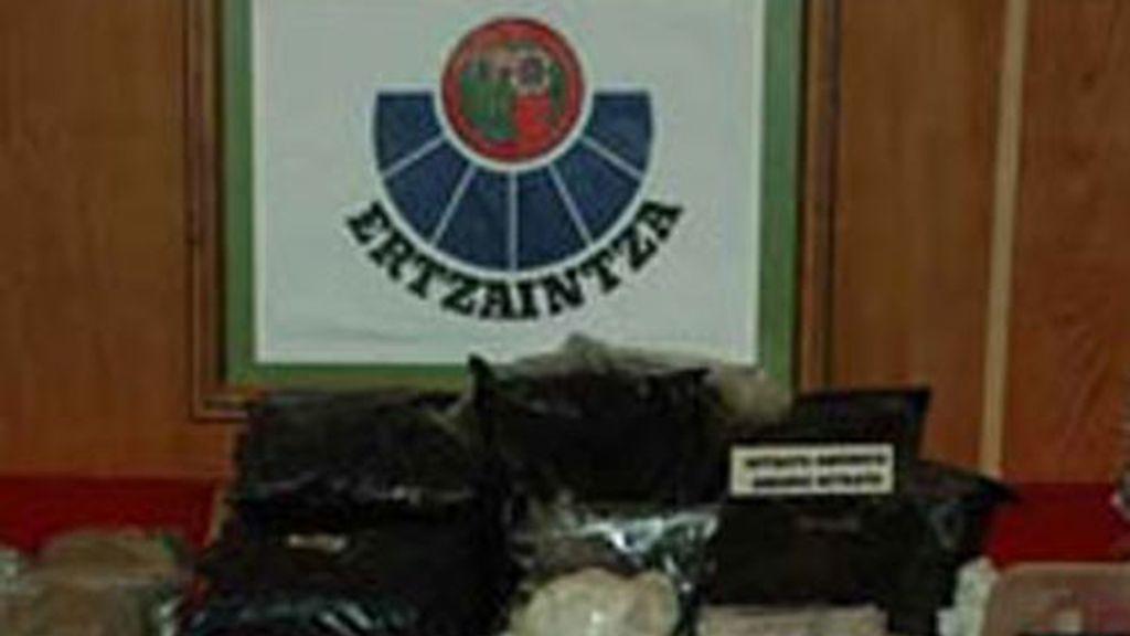 Imagen de archivo del material hallado en el zulo de Ondarroa en 2010.