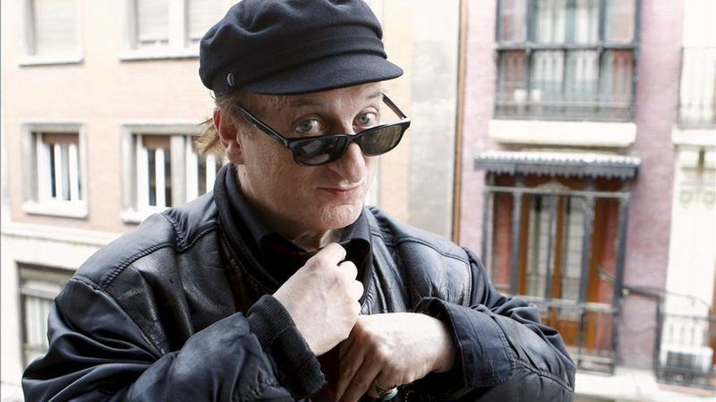 """El polifacético artista vasco Javier Gurruchaga, que se sube el próximo 29 de abril a un nuevo tren musical, un espectáculo con salida en el Teatro de la Latina de Madrid que repasará tanto los temas del último disco de la Orquesta Mondragón, """"El maquinista de la General"""" (2010), afirma en una entrevista con Efe """"'Ellos las prefieren gordas' no es una canción que me guste interpretar especialmente. EFE"""