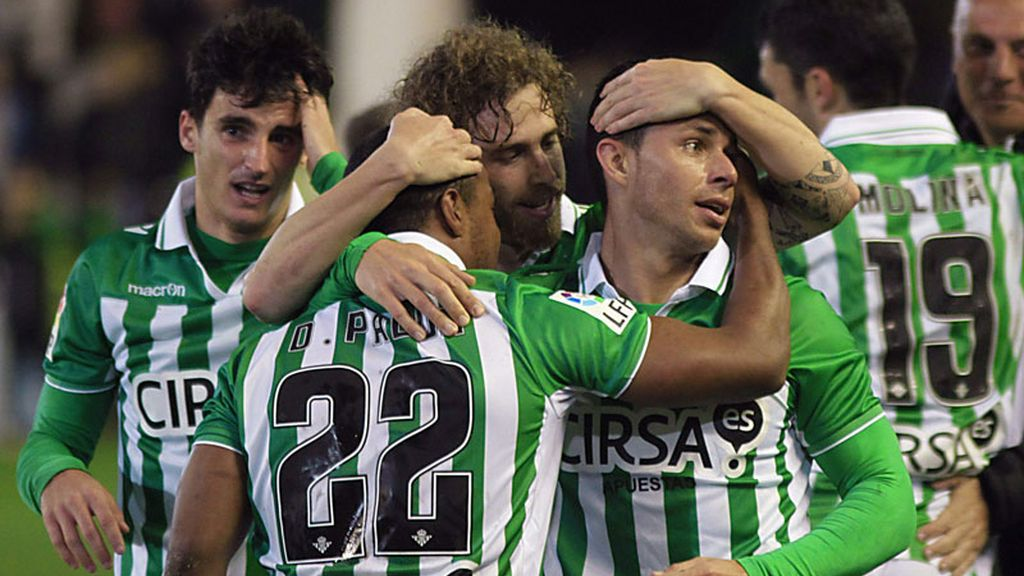 El Betis golea a Osasuna