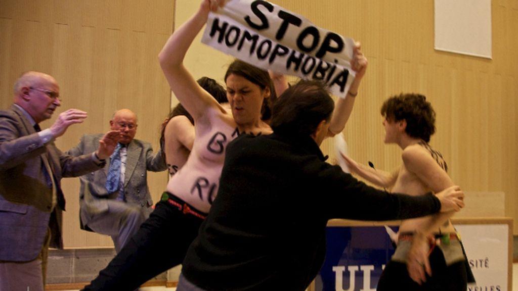 FEMEN acusa a la Iglesia Católica de incitar al odio y la homofobia