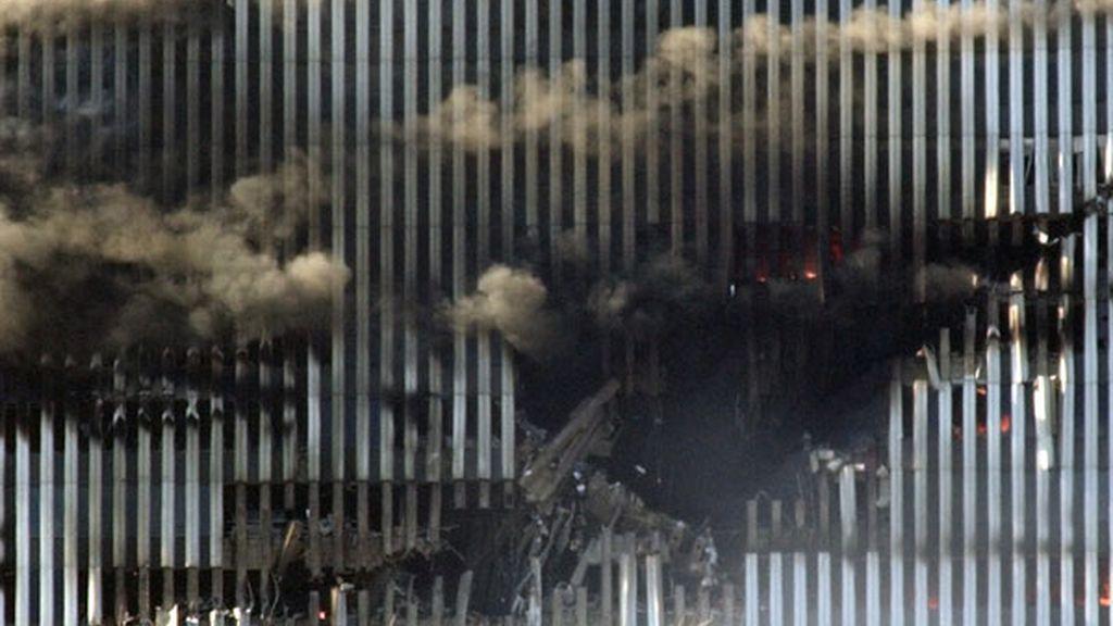 Boquete realizado por el impacto de uno de los aviones en las torres