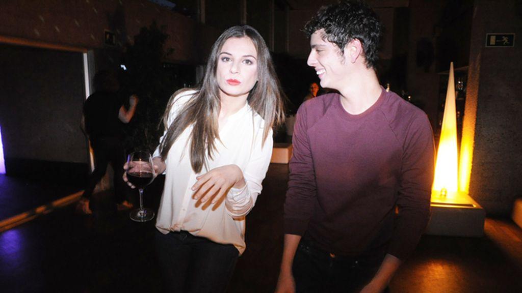 Miren Ibarguren mostrando a Eduardo Casanova todas sus aptitudes para el baile