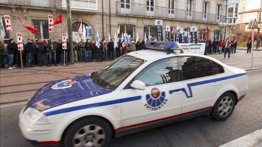 Un vehículo de la Policía autonómica vasca en un suceso. EFE/Archivo