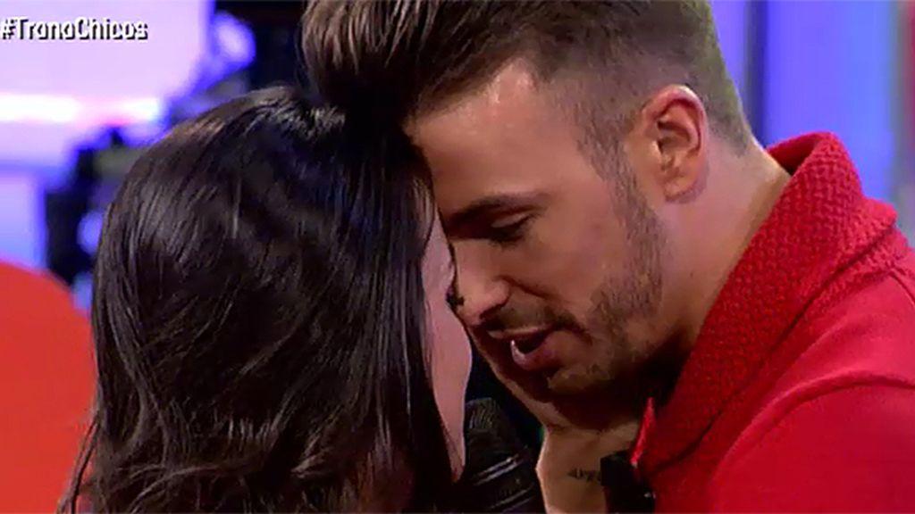 Anabel sorprende a Cristian con una de sus canciones favoritas