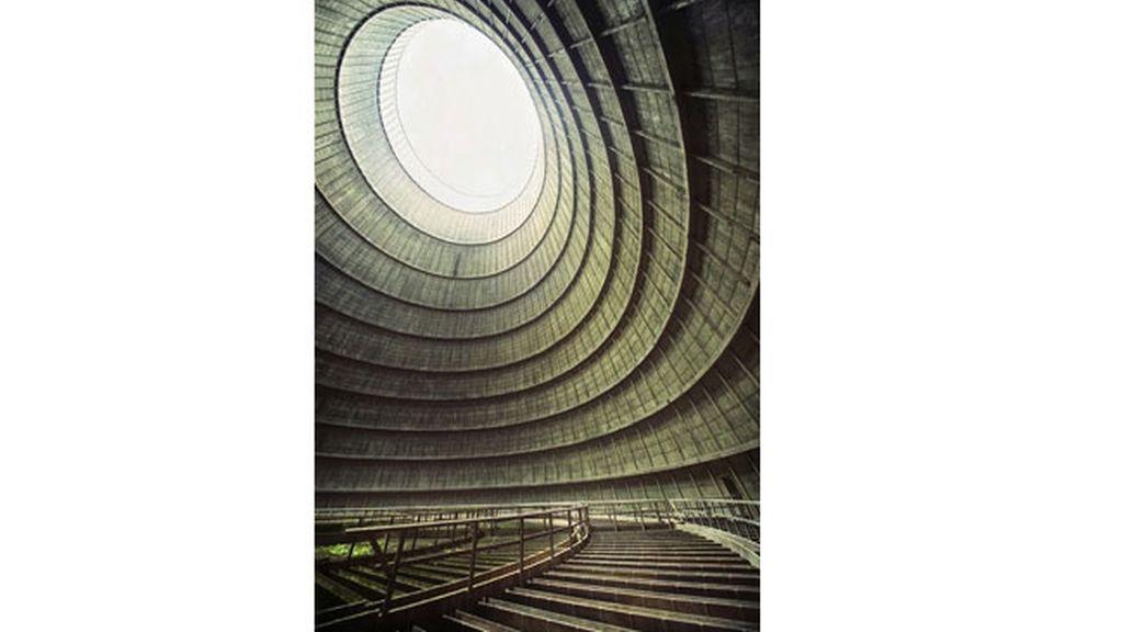 La torre de enfriamiento de una planta de energía
