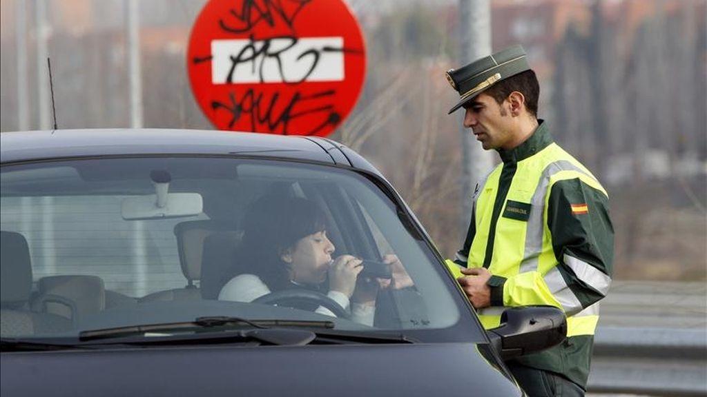 Un control de la Guardia Civil de Tráfico. EFE/Archivo