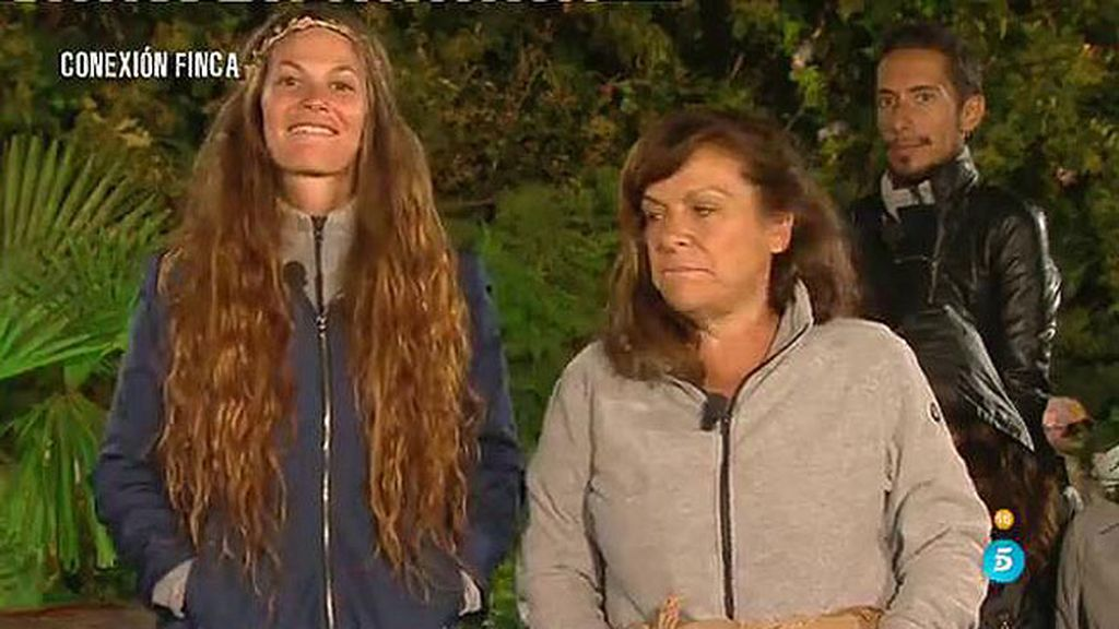 María José y Miriam, castigadas a pasar tres días atadas la una a la otra