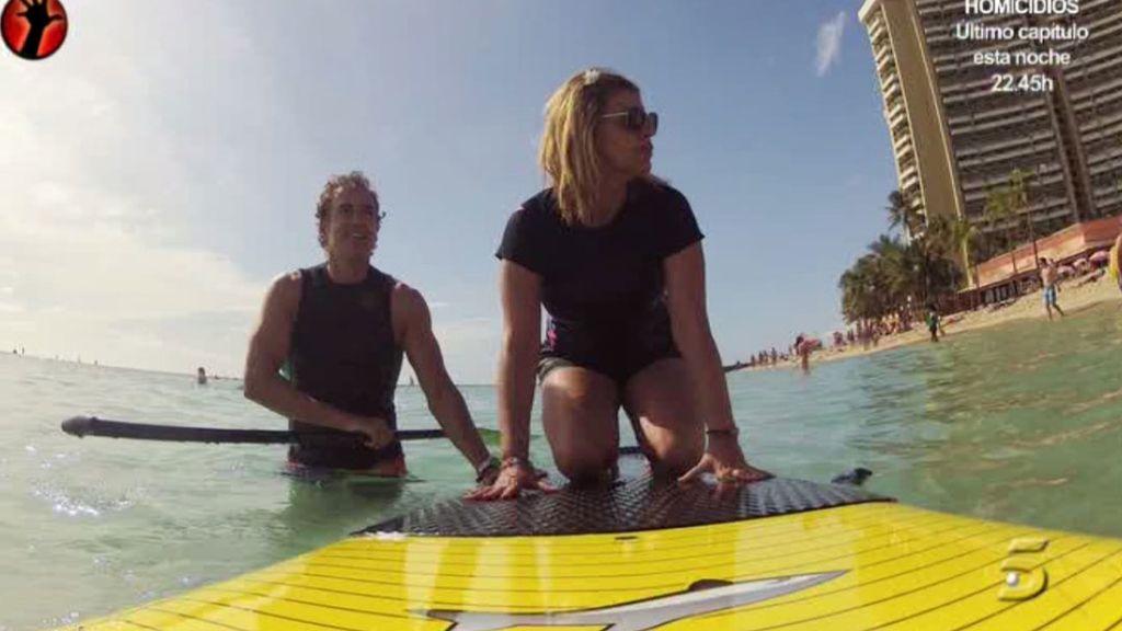 La colaboradora ha intentado hasta aprender a hacer surf