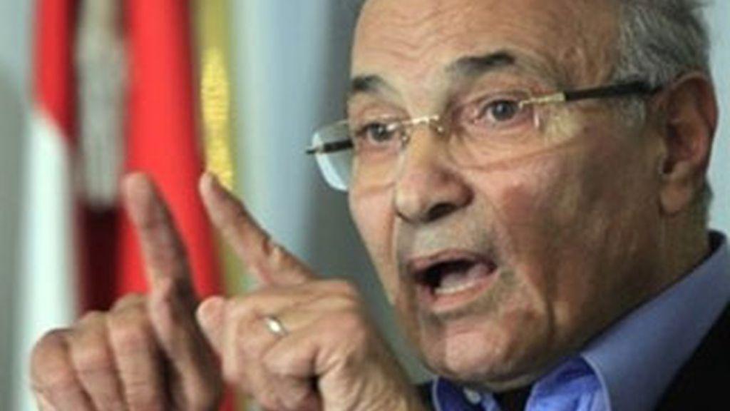 El primer ministro egipcio, Ahmed Shafiq, durante una rueda de prensa en El Cairo. Foto: AP