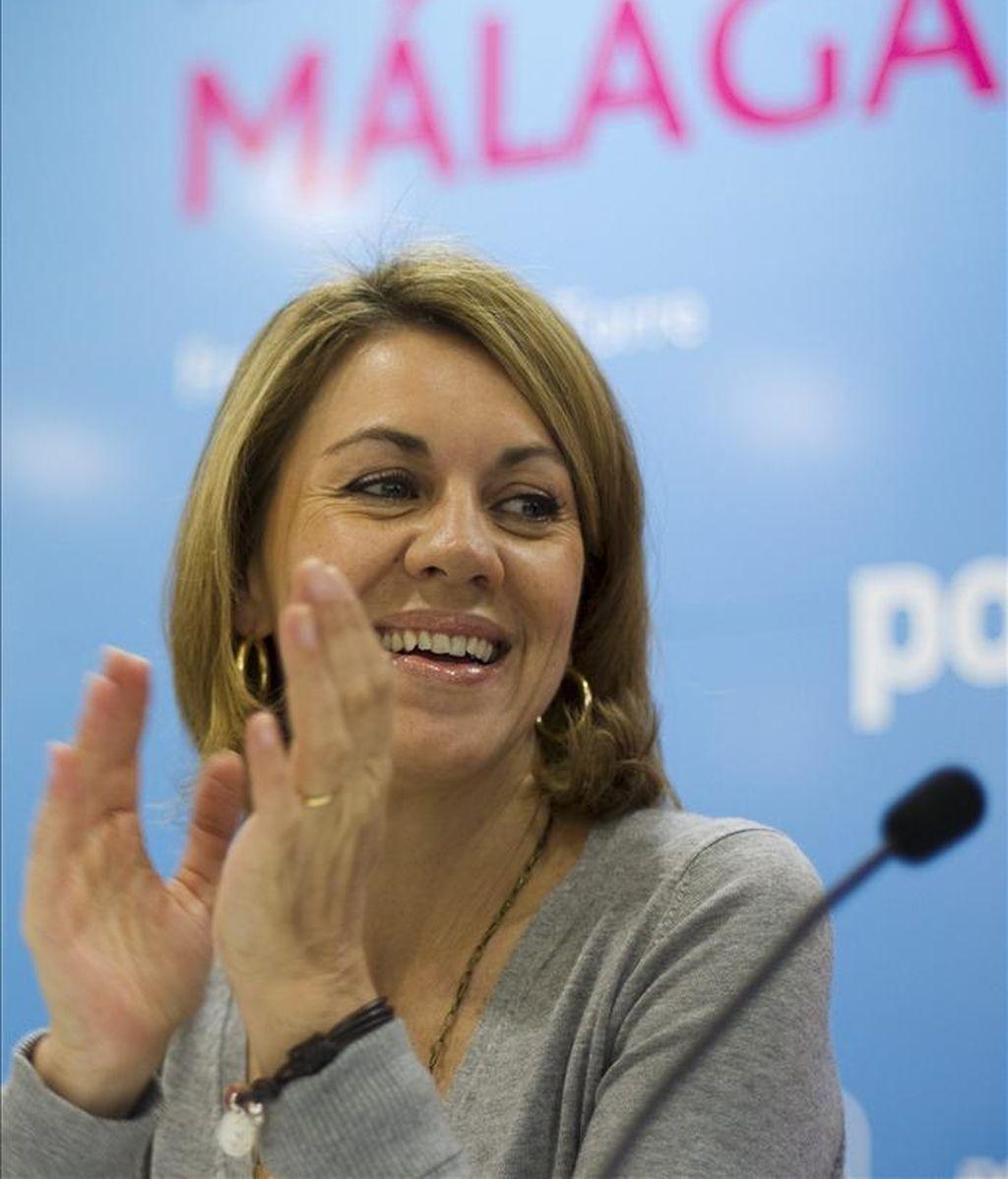 """La secretaria general del PP, María Dolores de Cospedal, ha afirmado hoy que su partido ofrece """"un auténtico proyecto de recuperación nacional"""" a partir del 22 de mayo, durante una reunión celebrada con los miembros de la candidatura del PP de Málaga. EFE"""