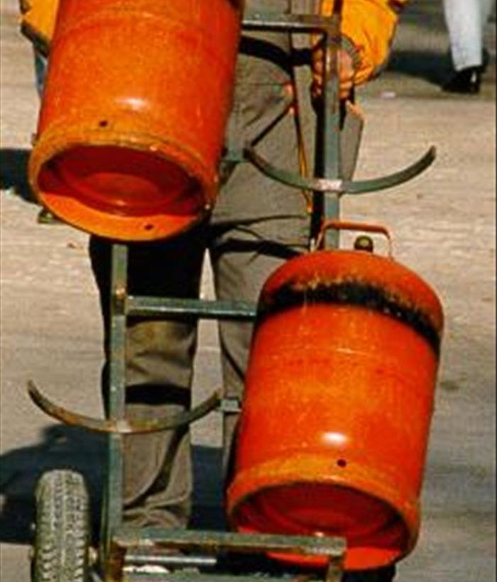 En la imagen, un repartidor de butano. EFE/Archivo