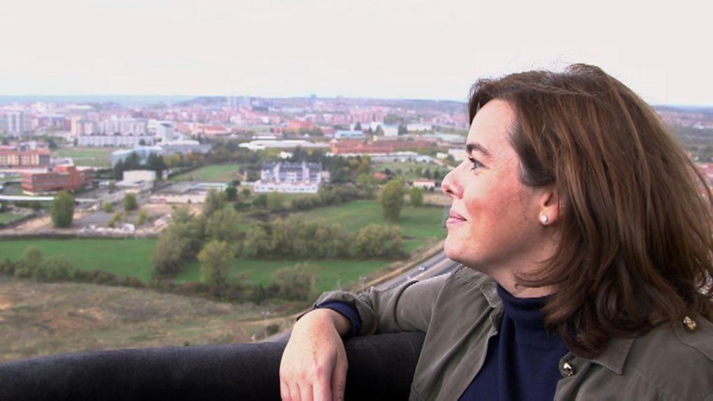 Soraya Sáenz de Santamaría sobrevuela emocionada León en Planeta Calleja