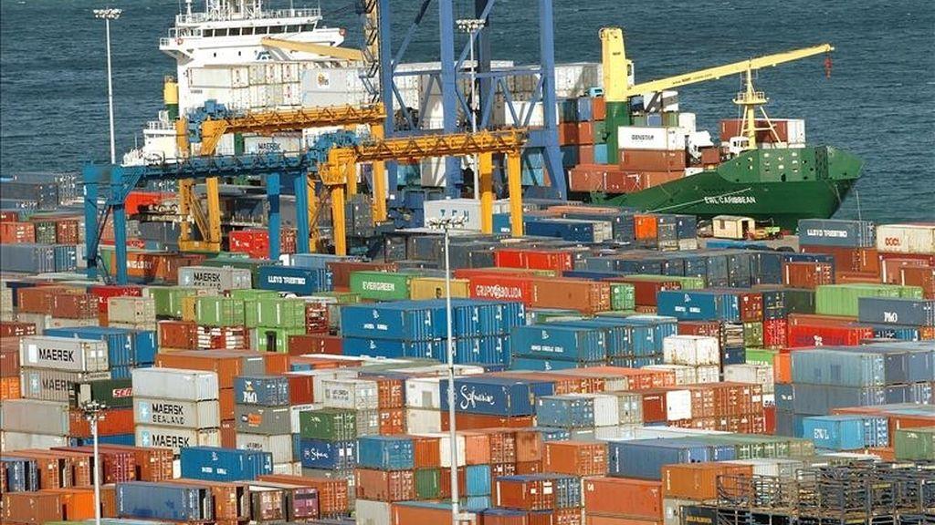 Vista parcial del muelle de carga de contenedores del Puerto de Bilbao. EFE/Archivo