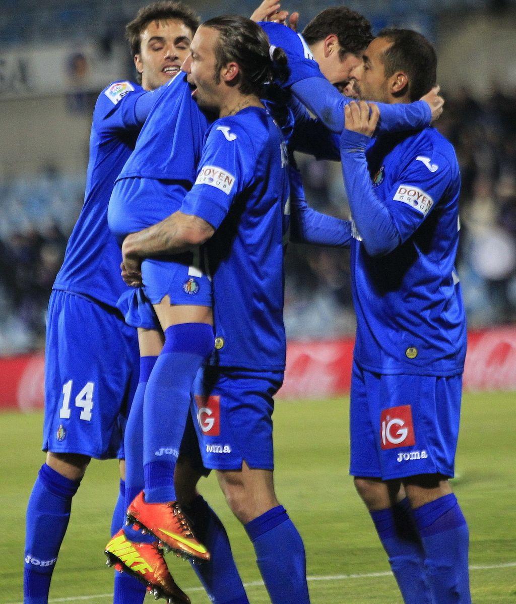 Los jugadores del Getafe CF celebran el segundo gol del equipo, conseguido por Sergio Escudero