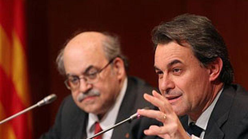 El president de la Generalitat, Artur Mas, junto con el conseller de economía, Andreu Mas-Colell en una imagen de archivo