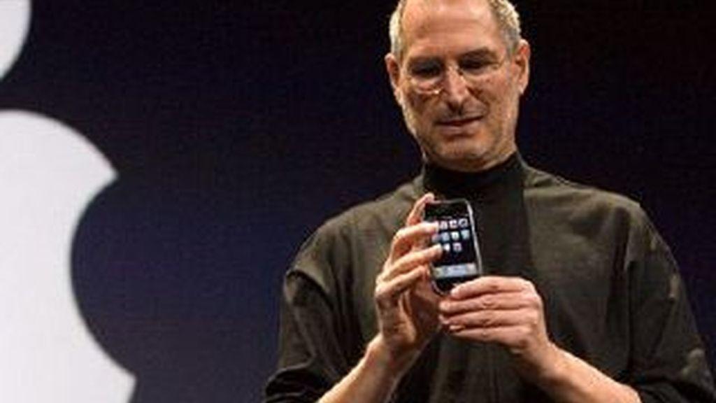 Steve Jobs, en la presentación del iPhone durante un evento en San Francisco en 2009. Foto archivo EFE
