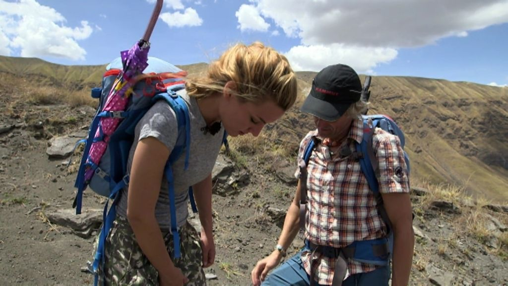 A Edurne le temblaron las piernas tras una caminata interminable por Tanzania