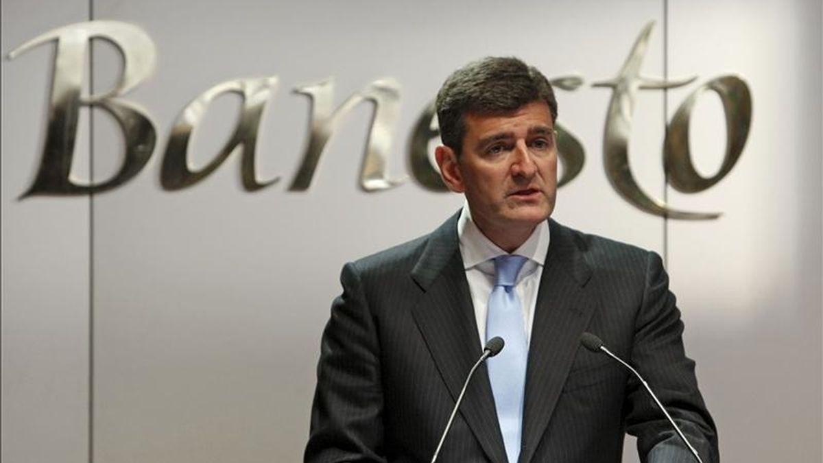 El consejero delegado de Banesto, José García Cantera, durante la presentación de los resultados obtenidos por la entidad en el primer trimestre de 2010. EFE/Archivo