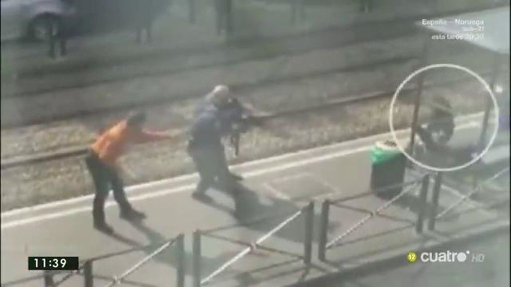 Abatido a tiros en la parada de un tranvía un presunto cómplice de los atentados
