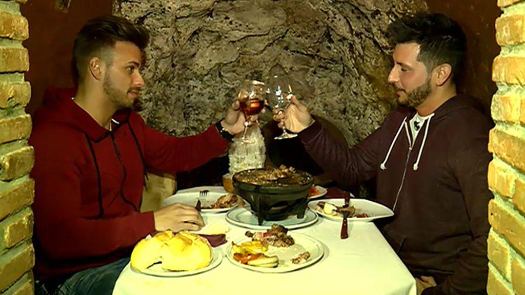 Manu y Cristian, dos amigos de cita