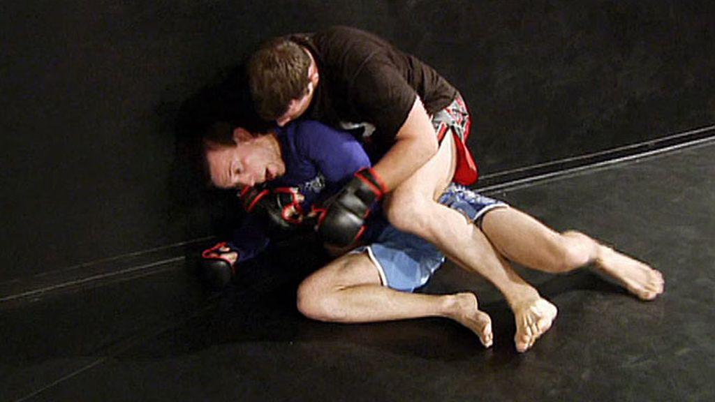 El aspirante se prepara para combatir frente a Dennis