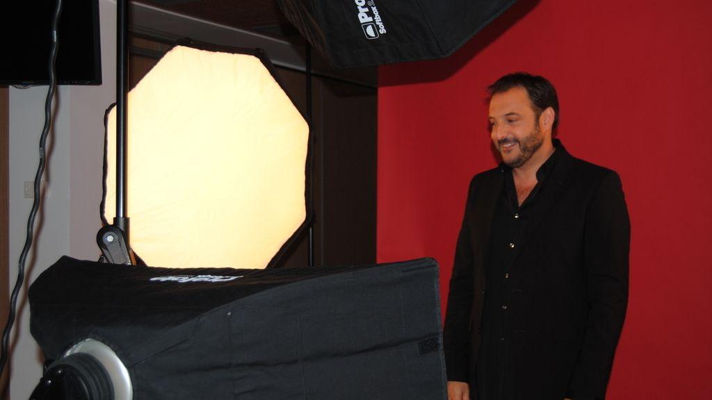 Roberto Vilar en la sesión de fotos