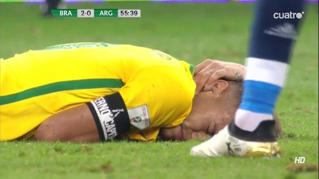 La frustración Argentina: brutal entrada a Neymar que cae mal con el cuello