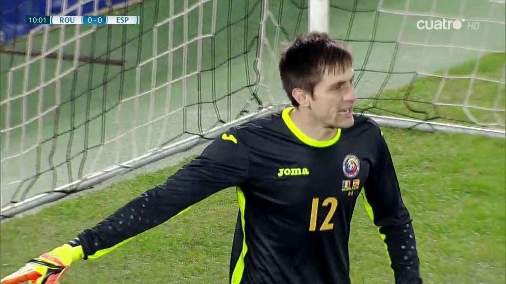 El meta rumano salva de milagro el primer gol de España después de una genial jugada