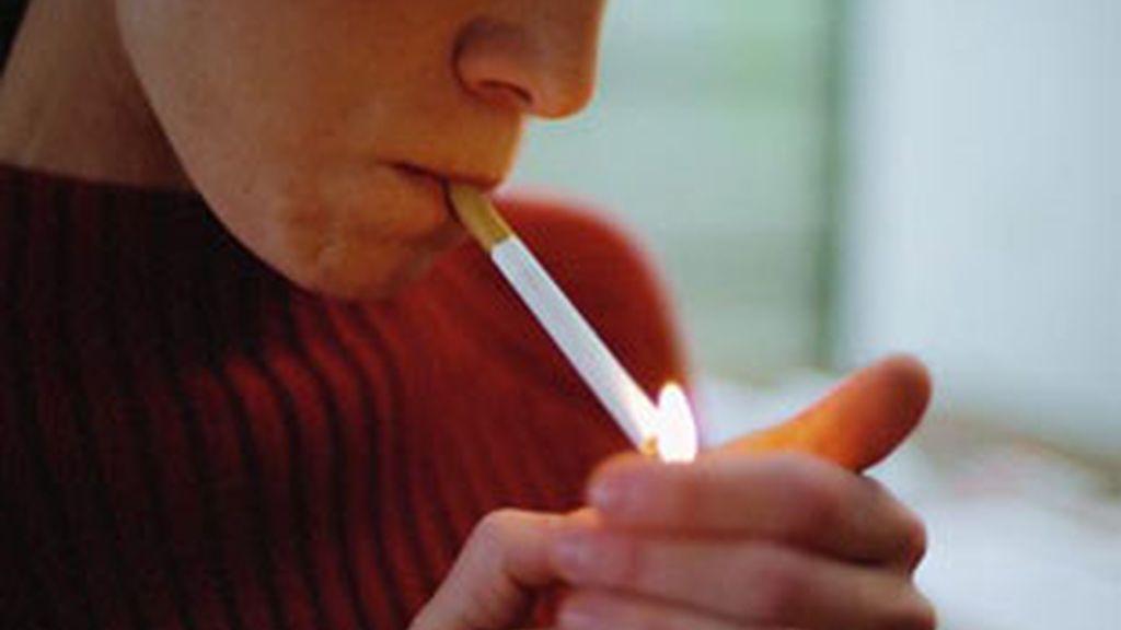 El tabaco es más dañino para las mujeres que para los hombres.