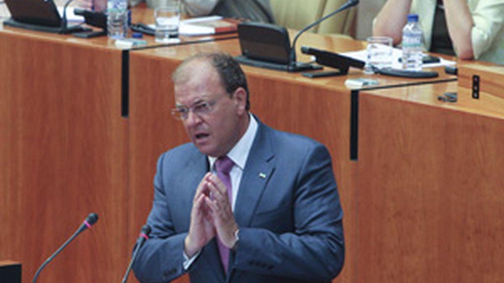 José Antonio Monago, candidato del PP a la junta de Extremadura, durante su intervención en la jornada de investidura FOTO: EFE