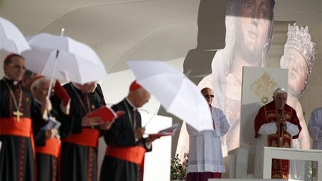 El Papa, en la Cibeles. Foto: Reuters.