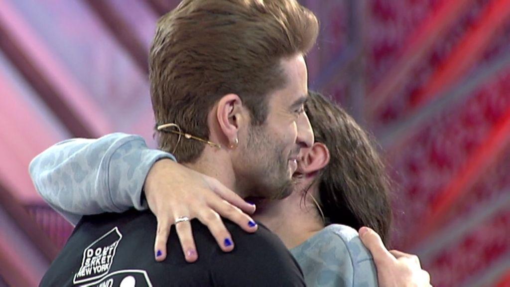 Sandra le pide matrimonio a Pelayo