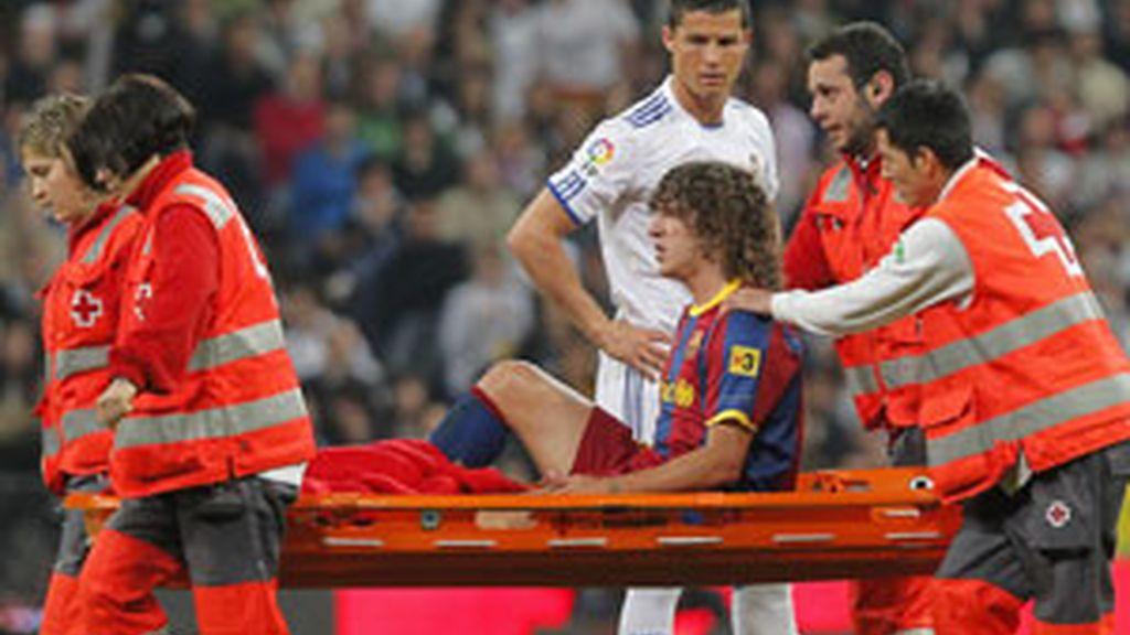 Puyol ha arrastrado molestias en su rodilla izquiera durante el final de la temporada. Foto: GTres