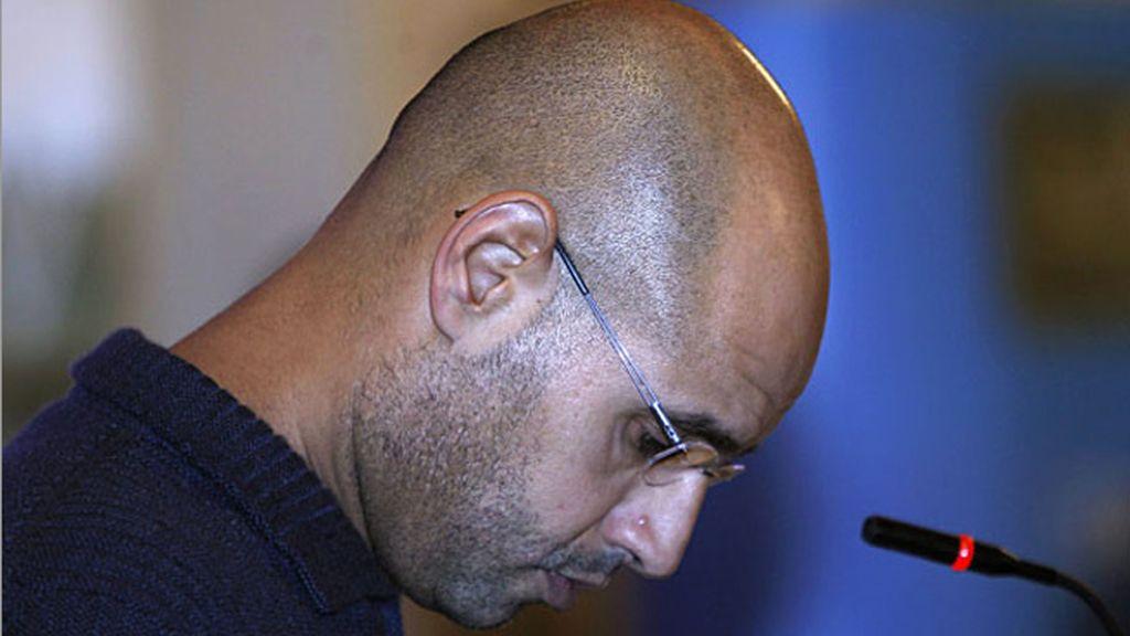 Saif al Islam Gadafi en la conferencia de prensa en la que propuso ser juzgado por un Tribunal internacional.