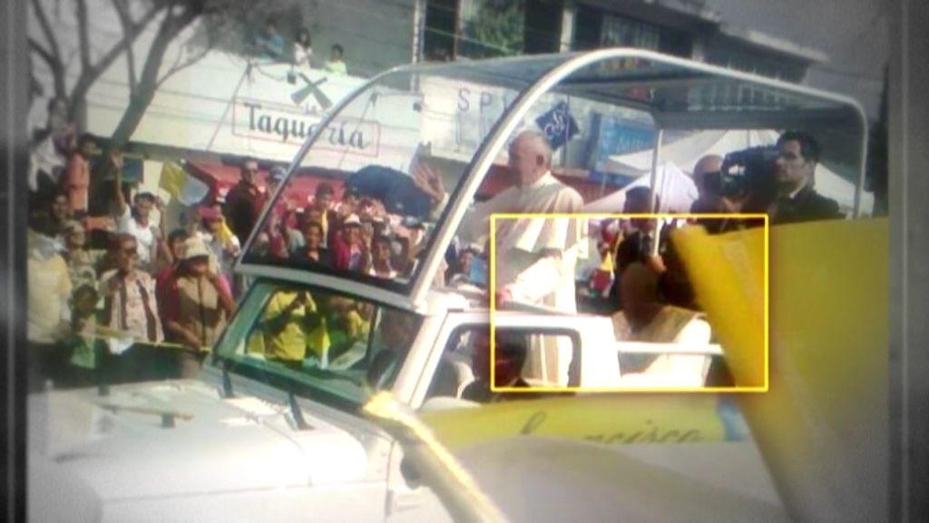 Mundo Insólito: El fantasma de Juan Pablo II se presenta en el papamóvil