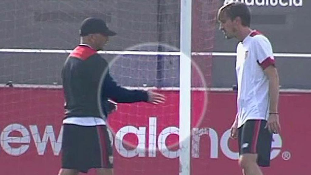 Sampaoli bromea con un ayudante sobre su gesto a Löw: ¿le da la mano después de...?