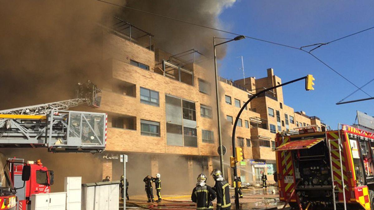 Un incendio en un restaurante de Parla deja 16 vecinos atendidos por inhalación de humo