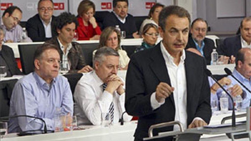 Zapatero asegura que aplicará todas las medidas anticrisis anunciadas. Foto: EFE