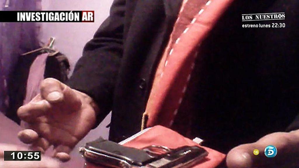 'AR' tiene acceso a un arma ilegal por 800 euros en 'Los Colorines'