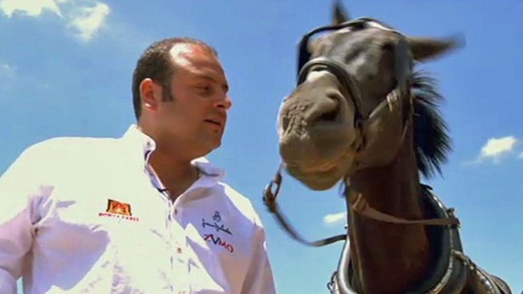 Como ganadero, Fidel es amante de los animales. Se gana la vida con ellos e intenta hacer su trabajo lo mejor posible
