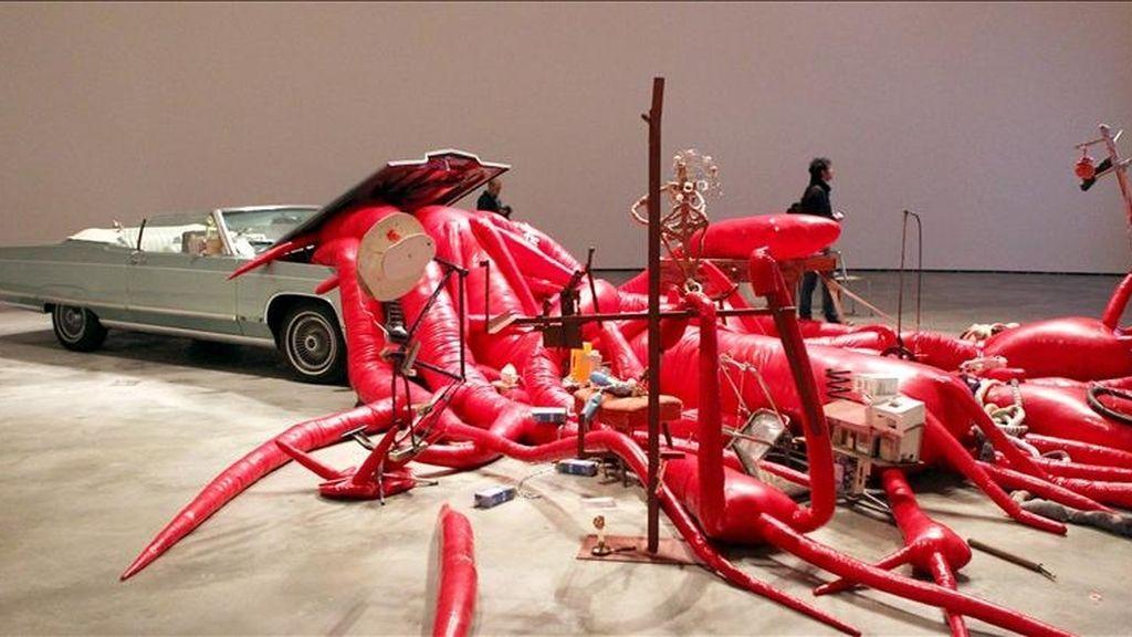 """""""Palms"""", de John Bock, una de las obras que forman parte de la exposición """"El intervalo luminoso: The D. Daskalopoulos collection"""", casi 60 piezas de más de treinta artistas internacionales atesoradas durante años por el financiero e inversor griego Dimitis Daskalopoulos, y que se presenta en el museo Guggenheim de Bilbao. EFE"""