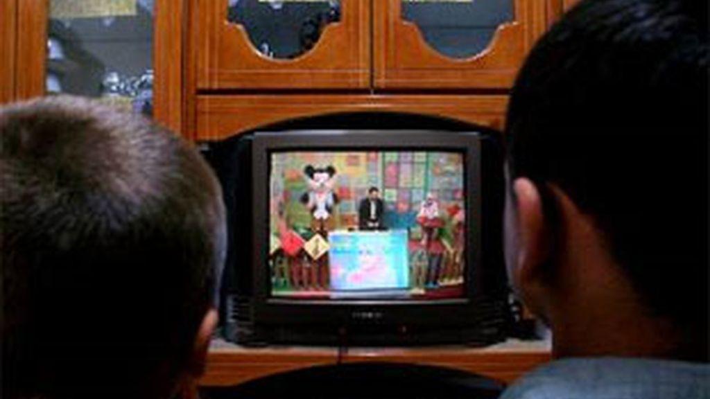 Ver la televisión se identifica con una vida sendentaria pero su impacto sobre la esperanza de vida no ha sido evaluado en el estudio. Foto: Archivo/EFE.