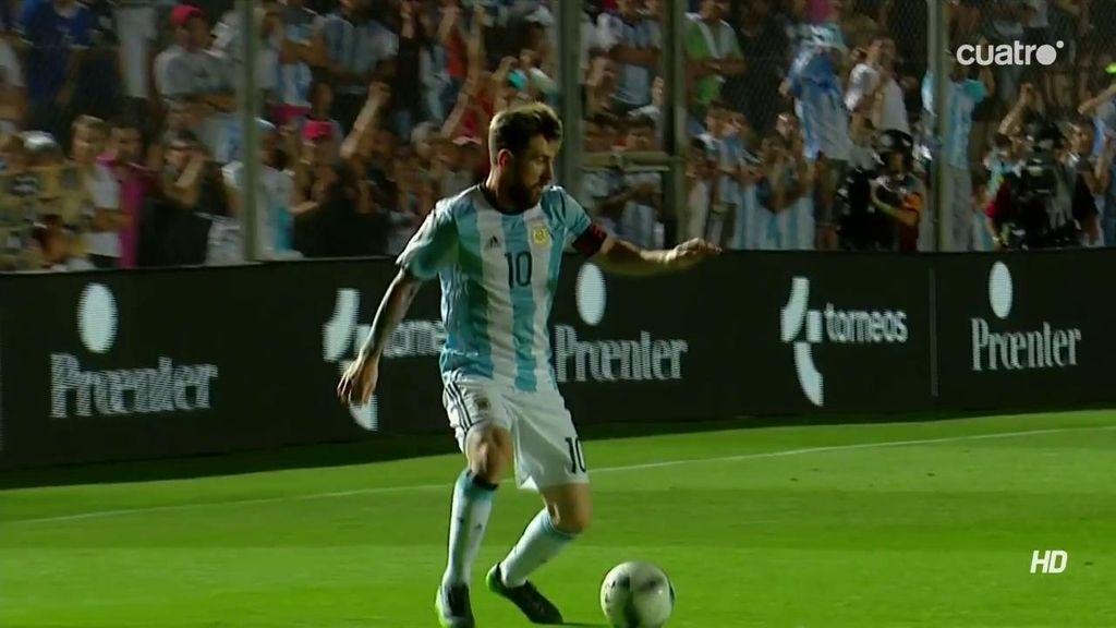 Messi se la pone con 'dron' teledirigido a Pratto en la cabeza para que haga el 2-0