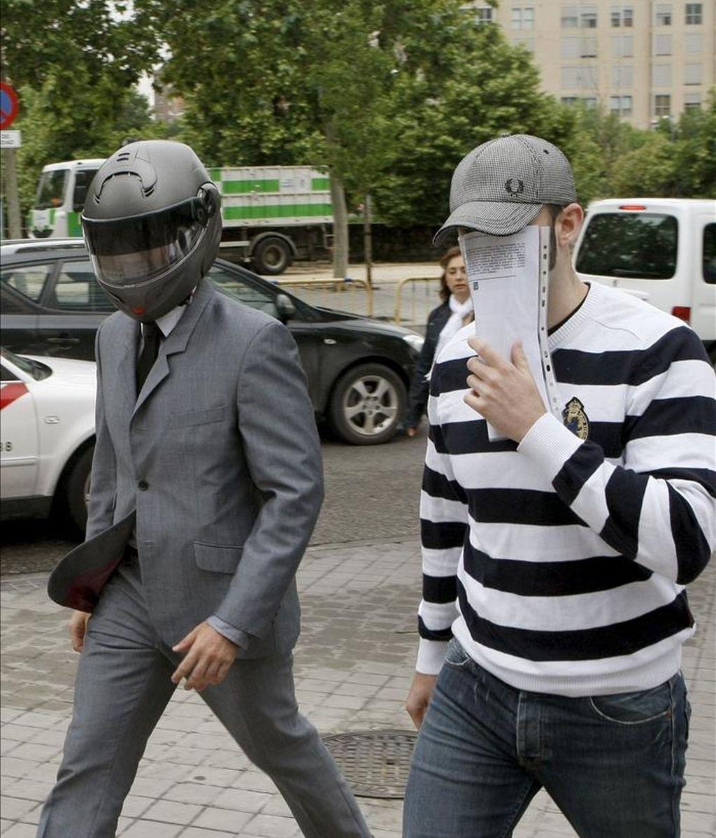 Dos de los encausados a su llegada a la Audiencia Provincial. EFE/Archivo