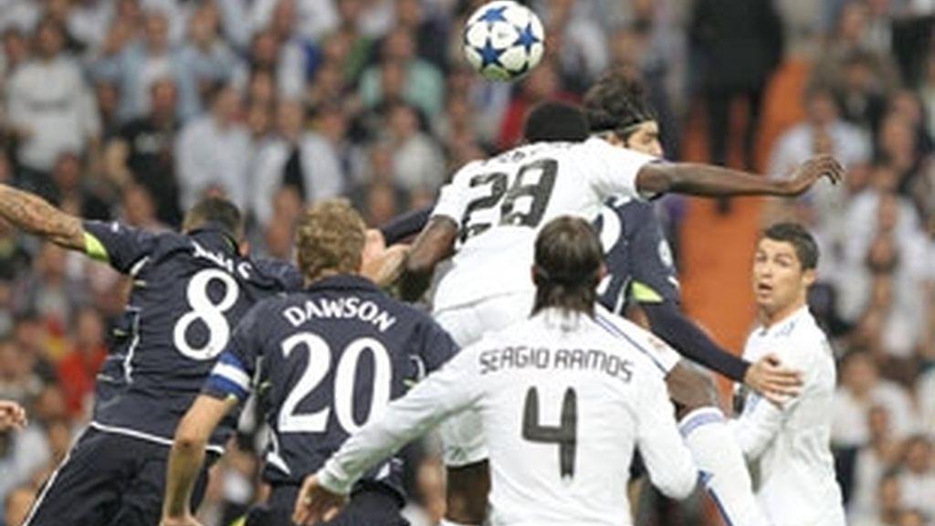 Adebayor marcó a los cuatro minutos. Foto: EFE.