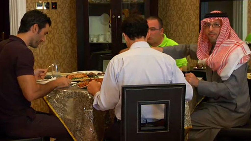Así es una comida de amigos en Dubái con un jeque árabe
