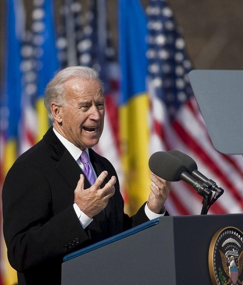 El vicepresidente estadounidese, Joseph Biden, durante un discurso en la plaza de la Ópera Nacional, en el centro de Chisinau (Moldavia), el 11 de marzo de 2011. EFE/Archivo