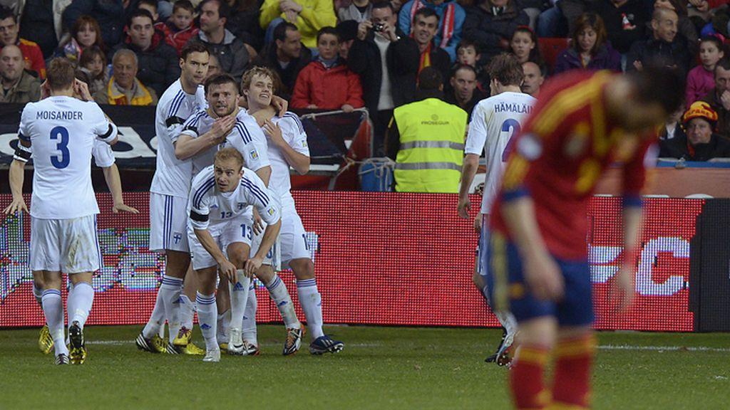 Finlandia celebra el gol del empate ante España
