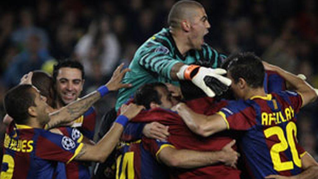 Los jugadores del Barcelona celebran el pase a la final de Wembley. Foto: GTres