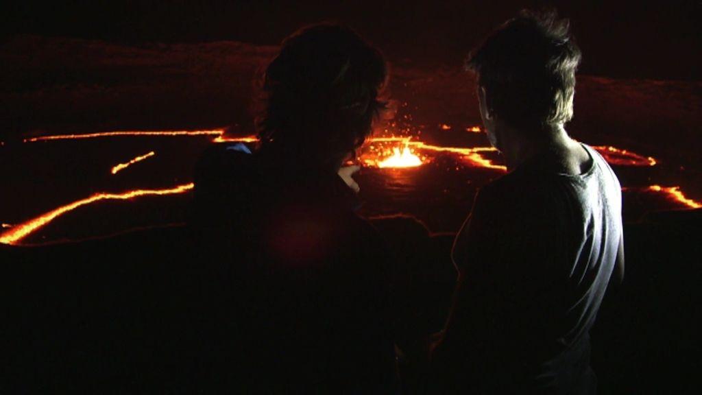 Fernando Tejero y Calleja se sobrecogen a unos metros del cráter del volcán